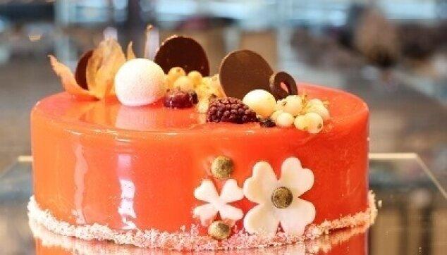 עוגת ראווה עגולה מעוטרת